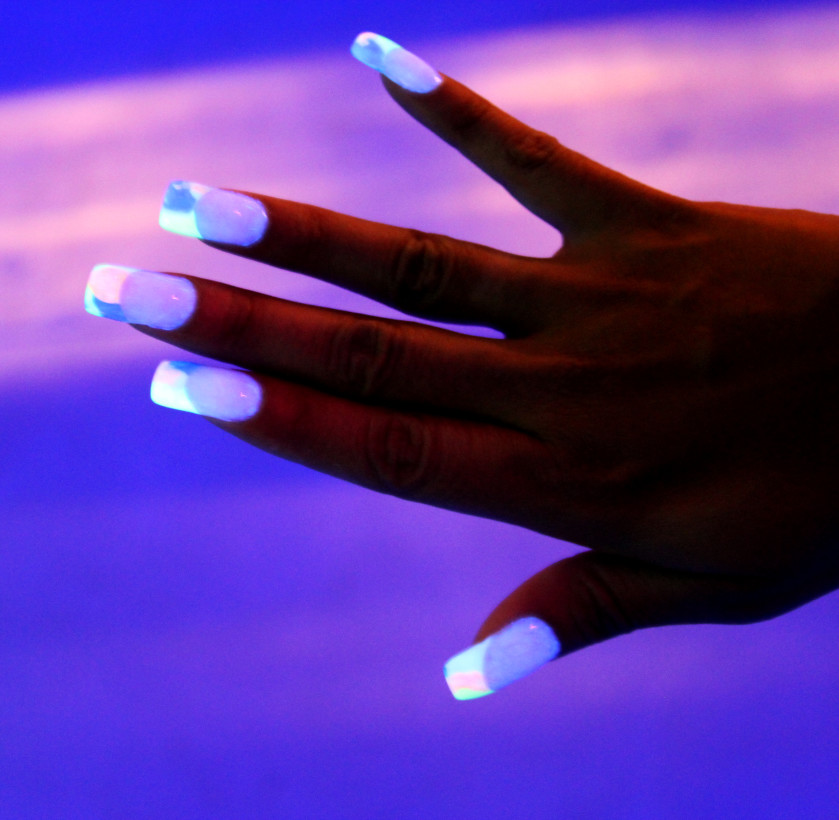 close-up-of-painted-finger-nails_t20_rye9wX.jpg