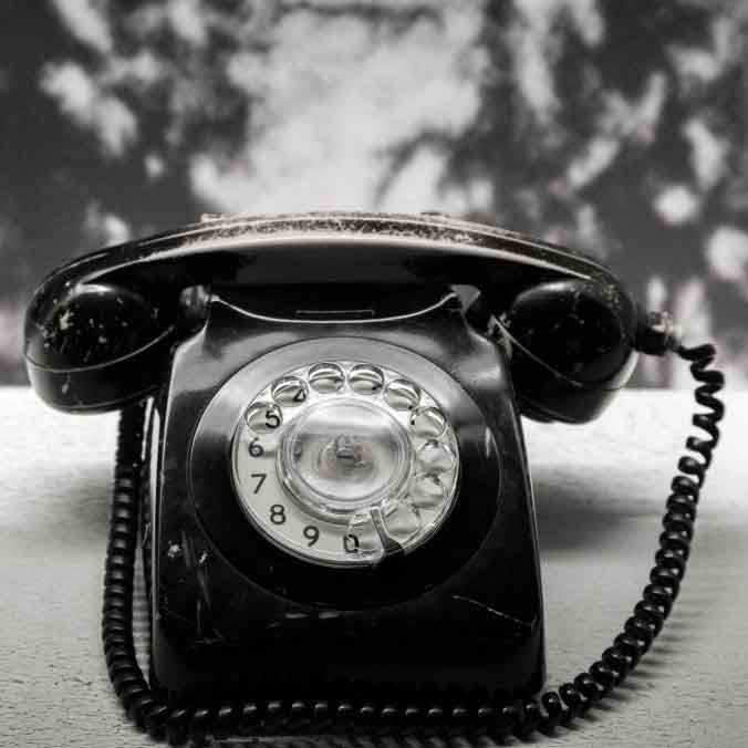 connection-black-and-white-history-past-communication-old-fashioned-retro-telephone-phone-rotary_t20_7JR16v.jpg