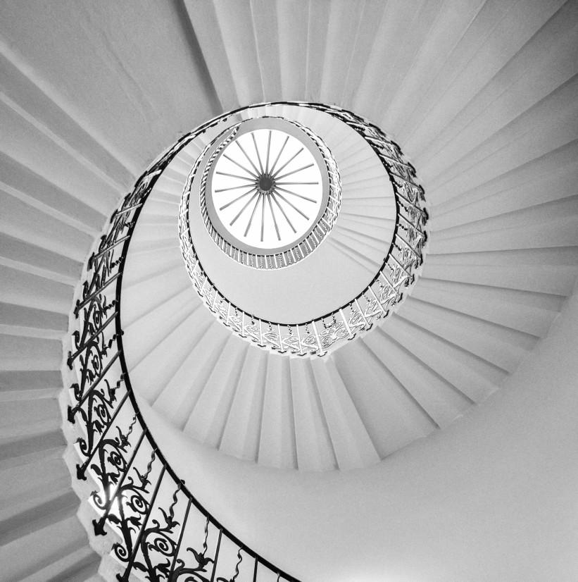 tulip-stairs-b-w_t20_EO9024.jpg