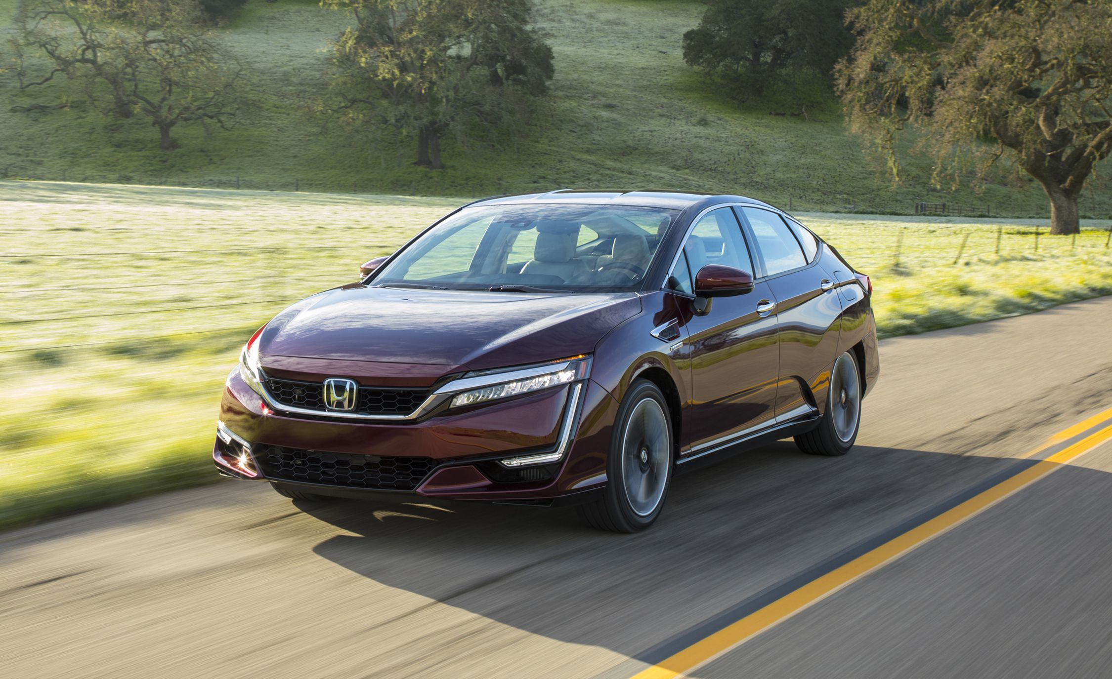 2017-honda-clarity-fuel-cell-first-drive-review-car-and-driver-photo-674728-s-original.jpg