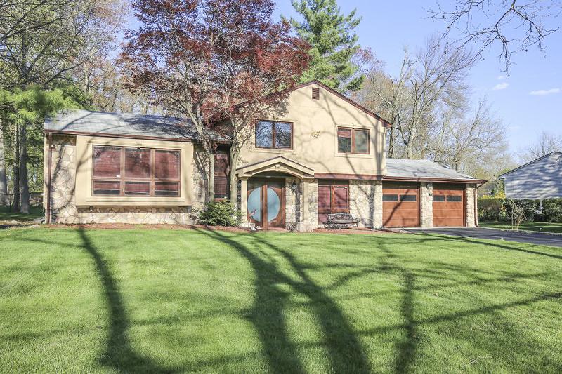 54 Falcon Road, Livingston - $625,000