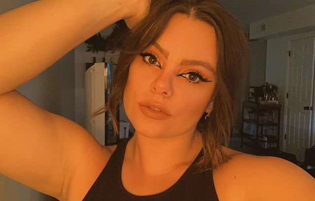"""Was listening to """"sorry"""" by Beyoncé when I took this picture so that's where the fierceness is coming from ✨ Used @beautybakeriemakeup """"Black Milk Gelato"""" to create this cat eye. . . #selfie #mua #makeupartist #aleighbeautyco #cateye #expressyourself #statecollegepa #beyonce"""