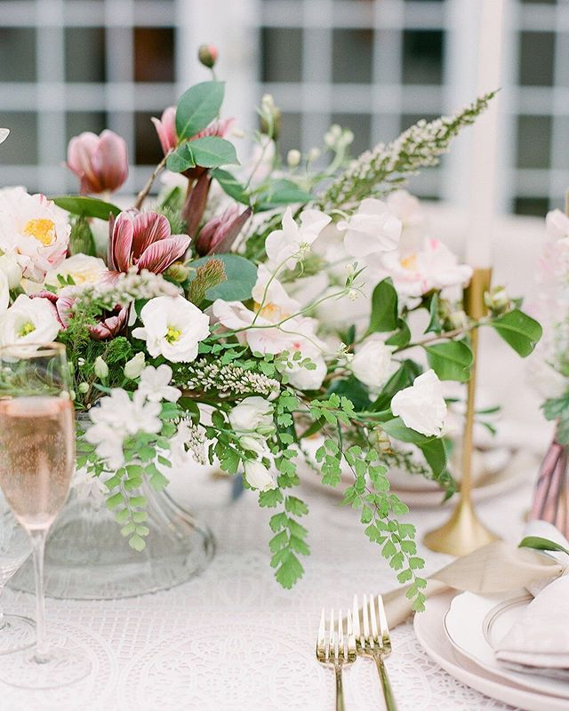 Pick some flowers, pop champagne and toast to it finally being Friday!! + Arrangement featuring brownie tulips... & yes they are a thing #howcute 📸: @julielivingstonphotography⠀ .⠀ .⠀ .⠀ .⠀ .⠀