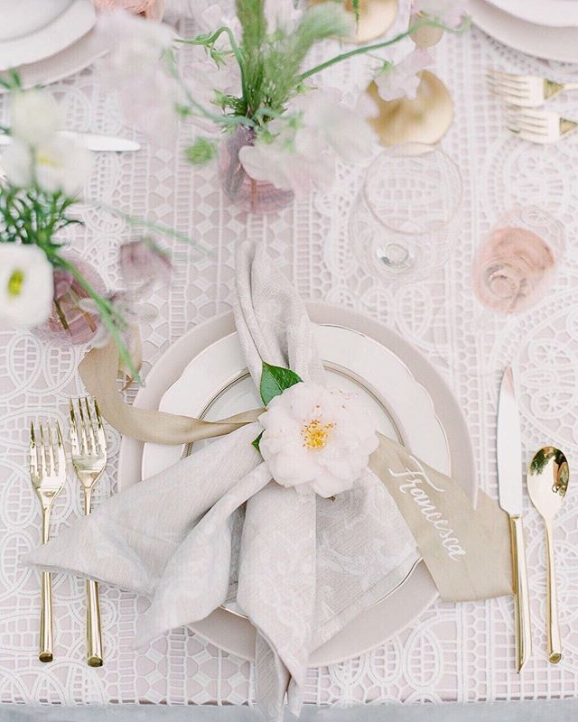 """We'll take a permanent seat at this table!⠀ +⠀ We love putting a unique spin on the use of florals! Accent a napkin with a """"lively"""" napkin holder... in this case a simple white camellia ⠀ 📸: @julielivingstonphotography ⠀ .⠀ .⠀ .⠀ .⠀ .⠀"""