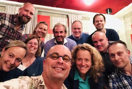 Tijdens een brainstorm onlangs voor het Lymefonds: Op de voorgrond in het midden Fred Verdult en daar direct achter Hubert van Wensen. Vergezeld door fondsenwervers van het Aidsfonds en vrijwilligers en bestuursleden van de Lymevereniging.