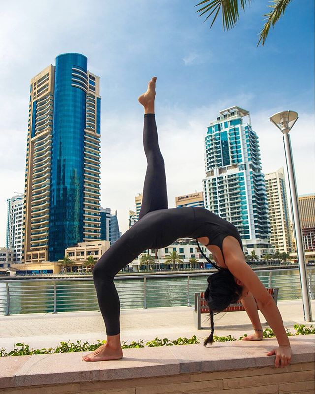 Sometimes, things doesn't go as planned. I'm so sorry for my delay 💙 On my way to the mat now in Split instead of Hvar 🧘🏻♀️ Ready for island life tomorrow morning together with an amazing group of yogis 🙏🏻✨ . . . - and reminiscing my Dubai days 😅 Urdhva Dhanurasana with super tight and stiff shoulders due to high stresslevel 💥 This photoshoot (or yoga session) really helped to release it all 🙏🏻✨ Lot's of delay on my way to Dubai, lack of information at the different kind of airports, got too late for a film- and photoshoot in the mountains (was so excited to go to the mountains), lost 1 night in an incredible penthouse apartment in Dubai Marina and not to mention, my luggage was missing for 2 of my 3 days while in Dubai 🙇🏻♀️🤪😅 . . . Photographer: @photographer_dubai_