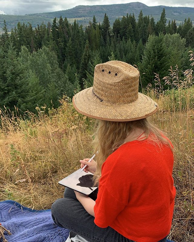 Been working on book sketches in my studio for ages and sometimes it's nice to just take your work outside with good company. ❤️ 🌲 🏔