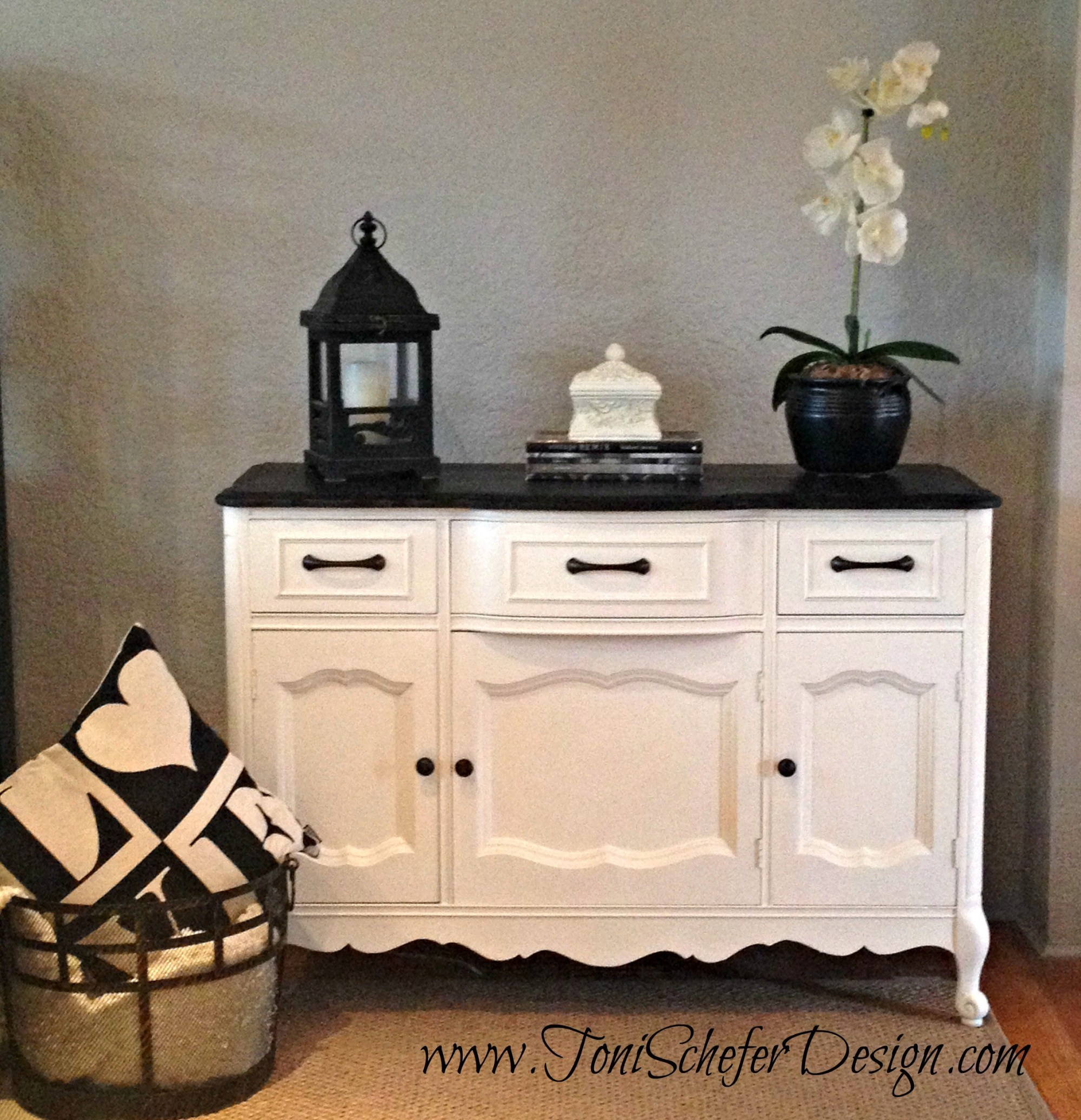 I used Ebony stain on the top and    Annie Sloan Old White    Chalk Paint on the rest of the piece and here it is finished.