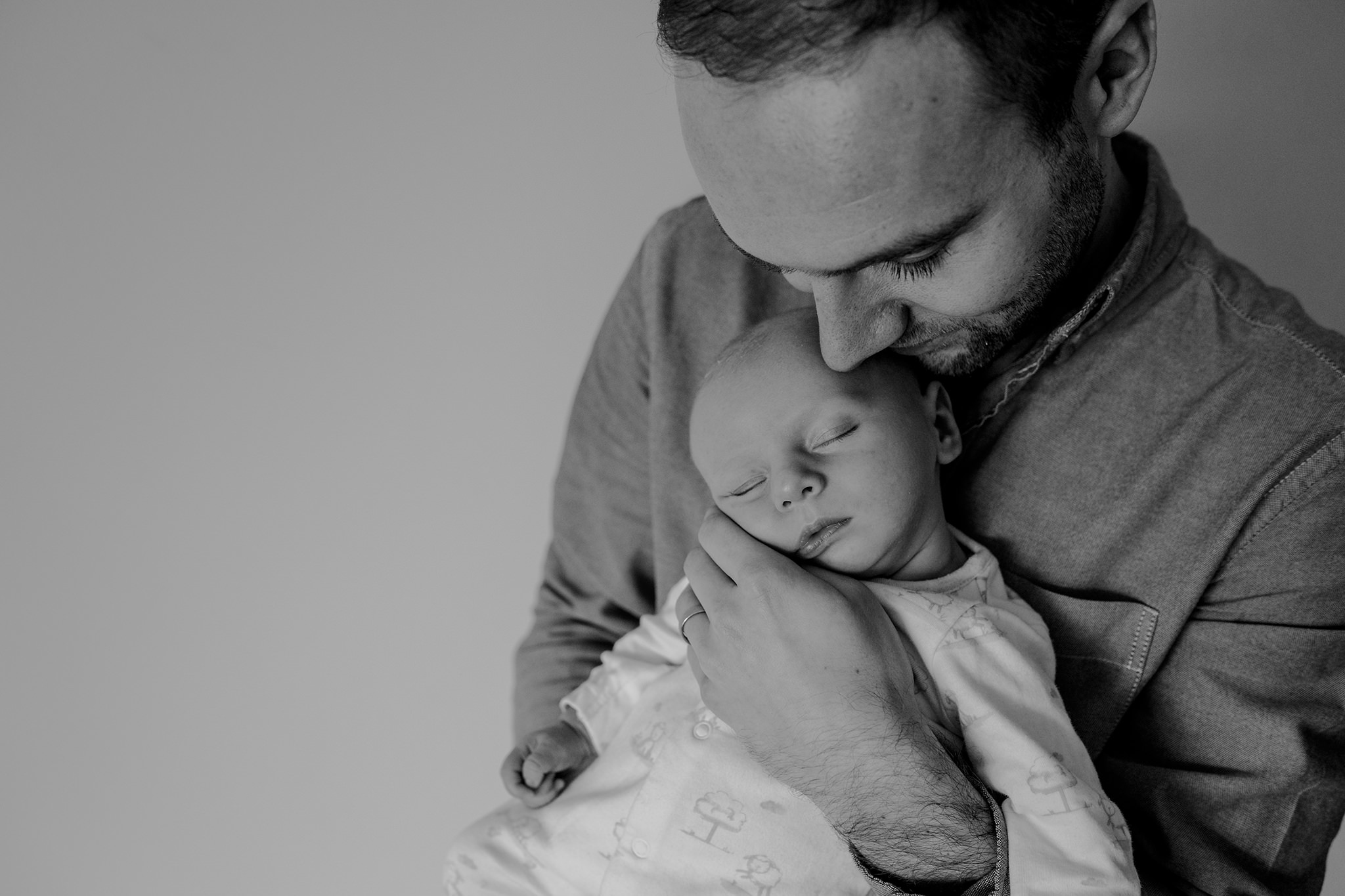 father-baby-newborn-shoot-belfast