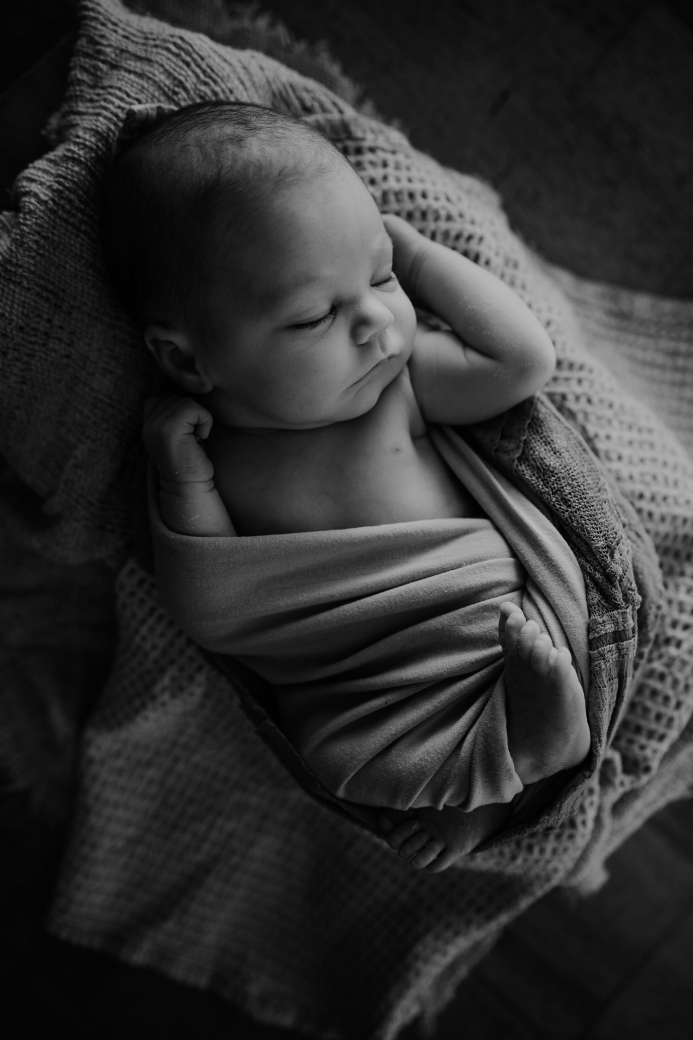 newborn-photographer-rustic-in-home-belfast
