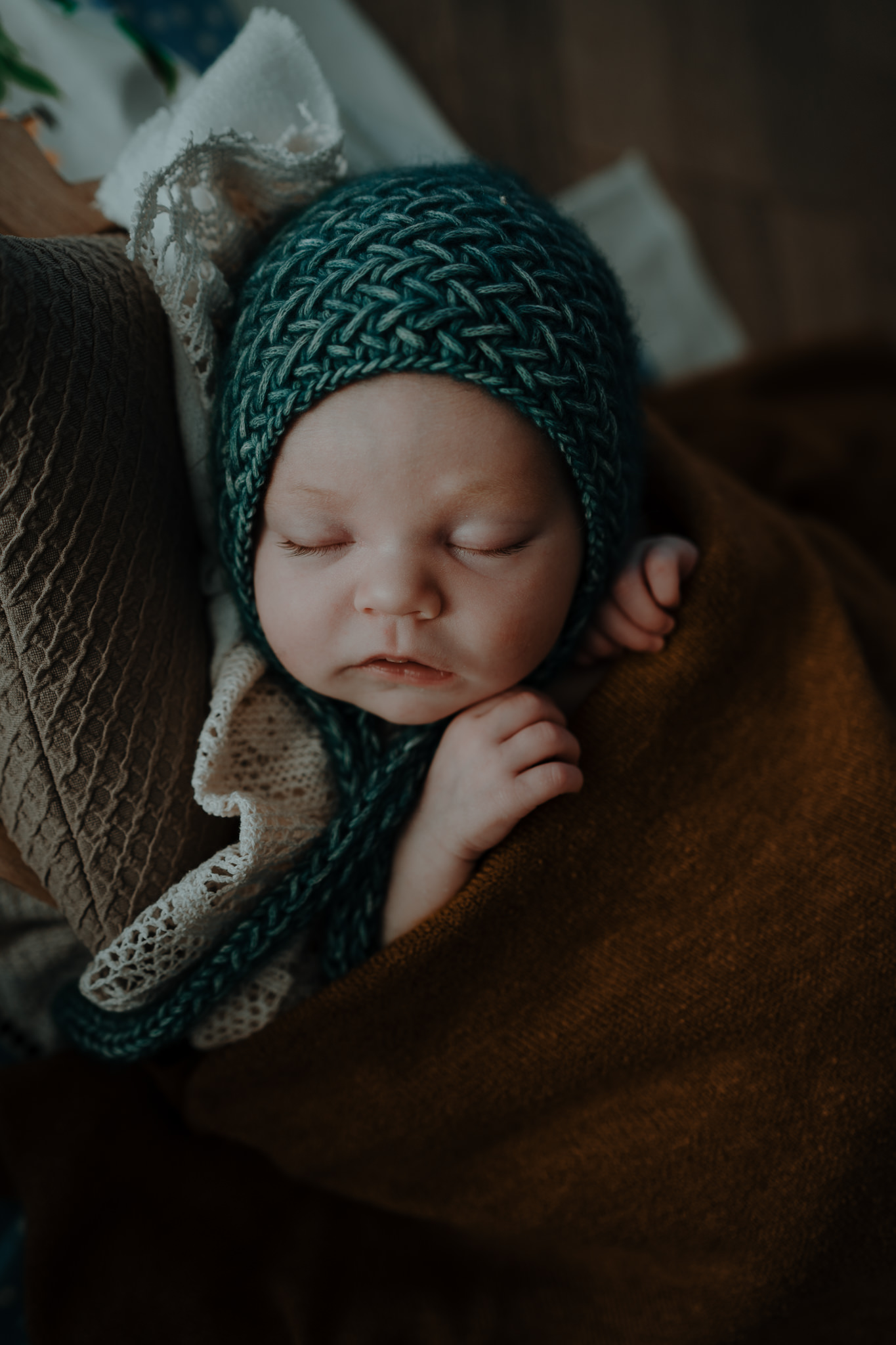 sleeping-newborn-teal-bonnet-natural-photography