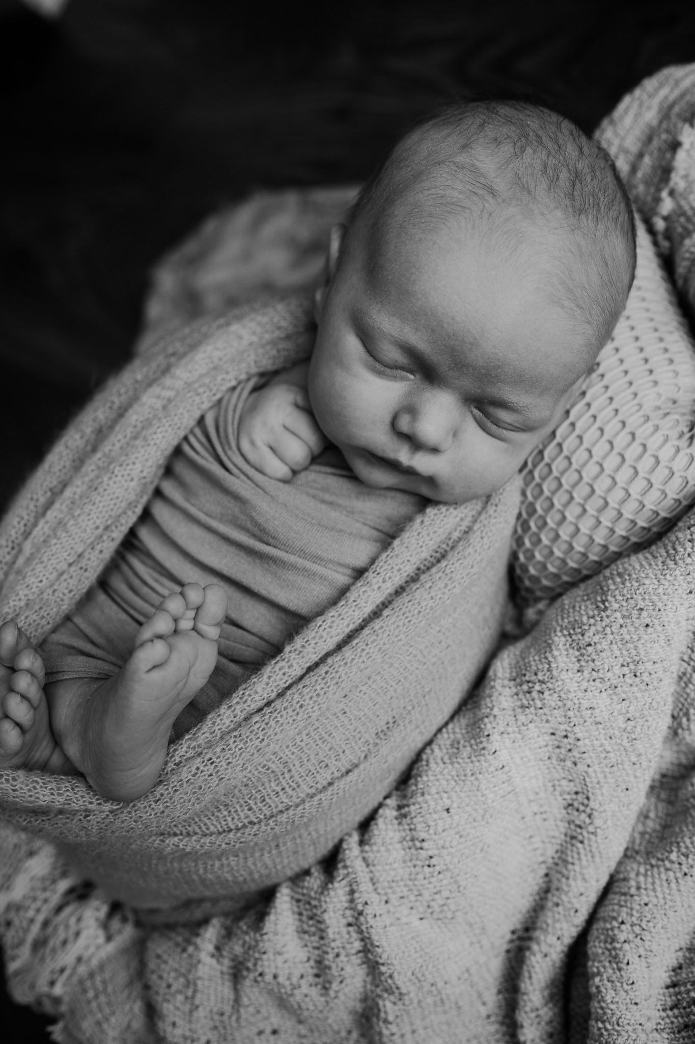 newborn-photographer-belfast-the-snug-sessions-Nora-34.jpg