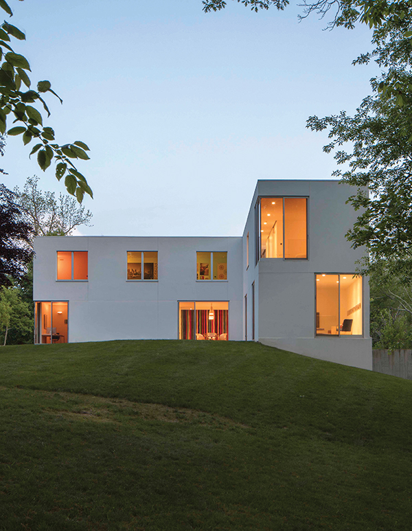 House 432, designed by Robert Siegel, sits on a hill on a 4-acre parcel in Katonah, New York. Paul Warchol Photo.