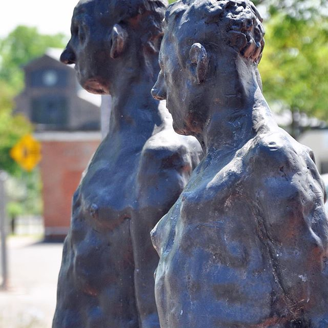 Standing together at #hudsonny #trainstation #bronzesculptures 'Lefty' and 'Pau' @gagnierbruce #brucegagnier courtesy @johndavisgallery #upstateny