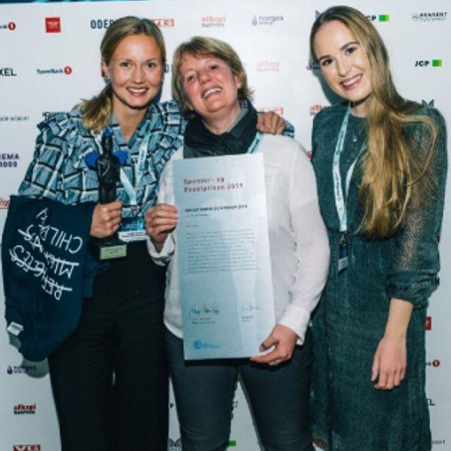«Kategorien Årets Perle en den som fokuserer helt spesifikt på tiltak som med et begrenset beløp har oppnådd betydelige resultater» - og @unicefnorge + MedHum2018 vant for #LaBarnVæreBarn !!😍 Tusen takk til Sponsor- og eventprisen 2019, og tusen millioner takk til alle dere som kjøpte genser, delte bilde, engasjerte dere og gjorde at kampanjen fungerte 🧡🧡🧡