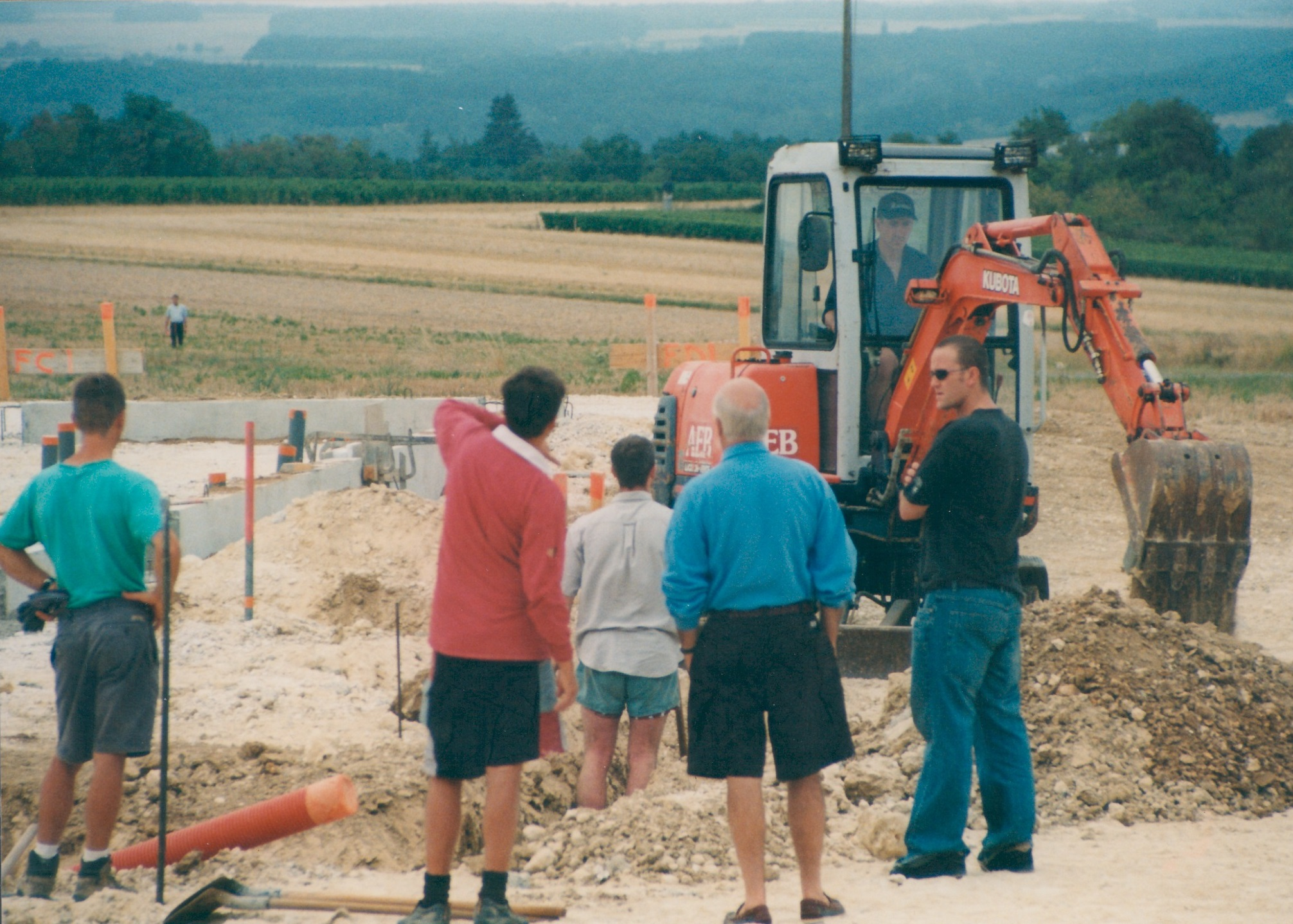 1986 David Levin building the winery.jpg