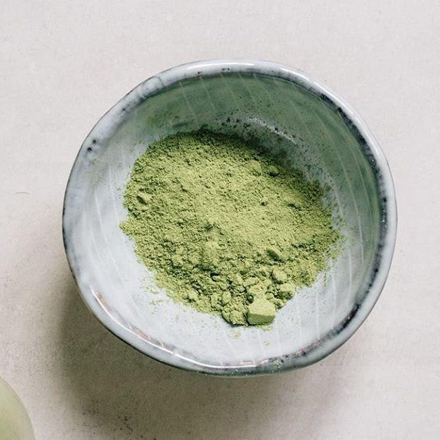 Notre moringa n'est pas une poudre magique, c'est juste une poudre organique naturelle qui améliore ta santé et te fait te sentir bien tous les jours.  #osheymoringa #greenvibesonly