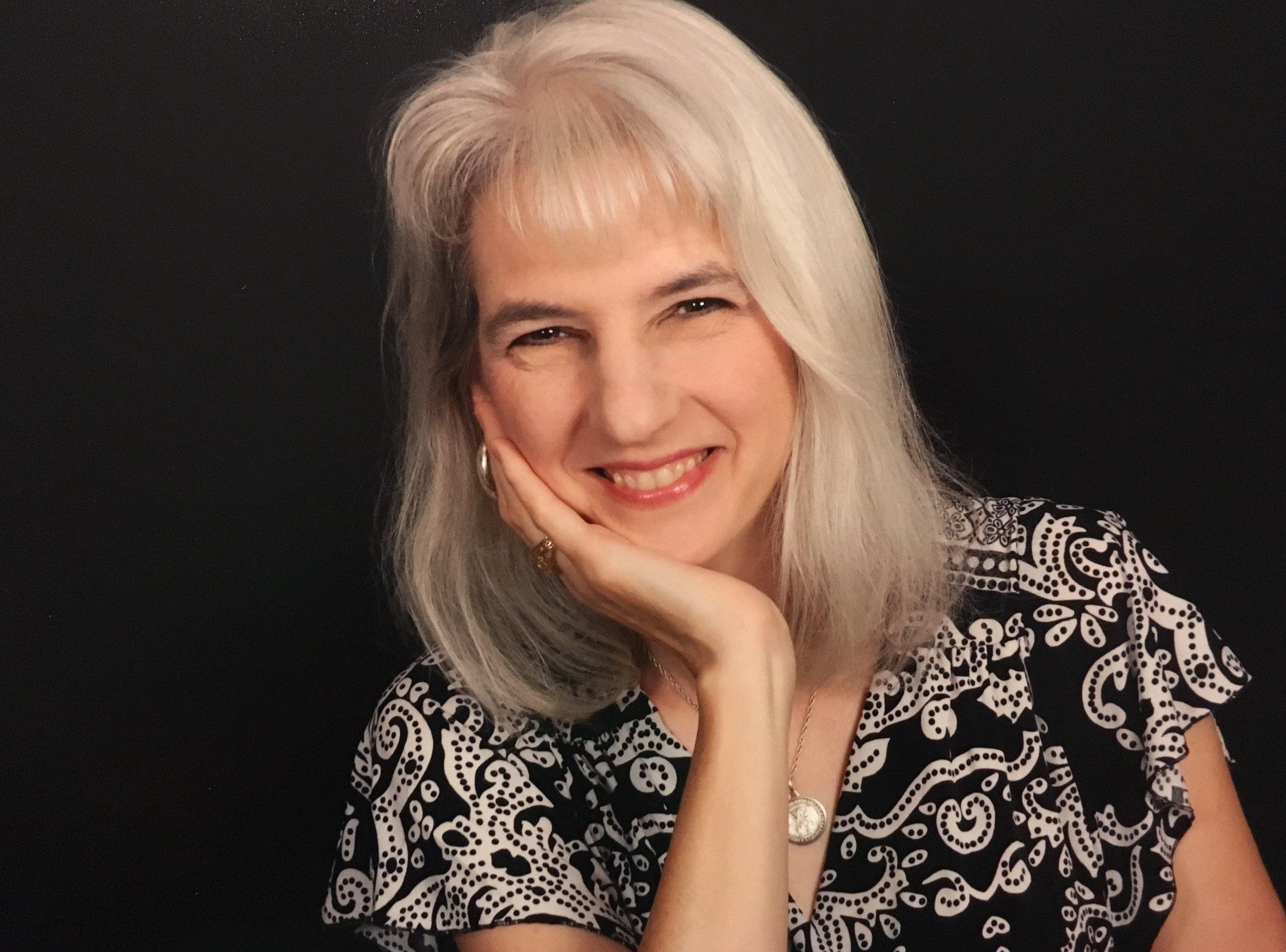 Lisa Toth Salinas - Profile Pic.jpg
