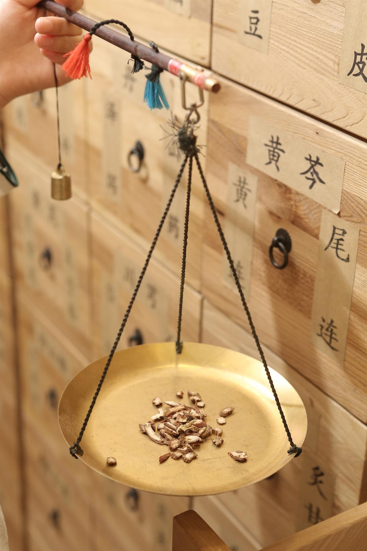 chinese-medicine-3666174_1920.jpg