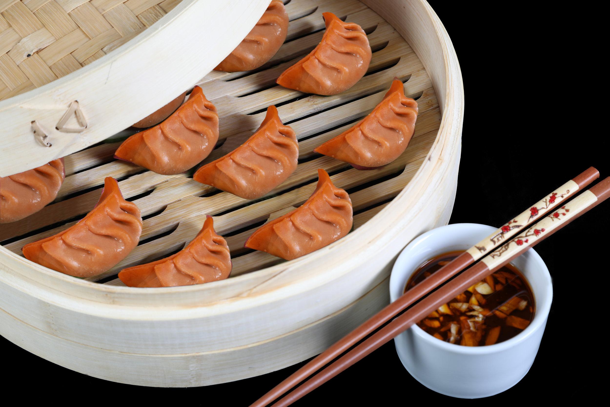 Spinat & Shiitake Dim Sum - Das frische Spinat kombiniert mit aromatischen Shiitake Pilzen ergeben eine klassische Delikatesse aus China. Erleben Sie die innovative vegane Dim Sum mit der authentischen natürlichen Füllung.