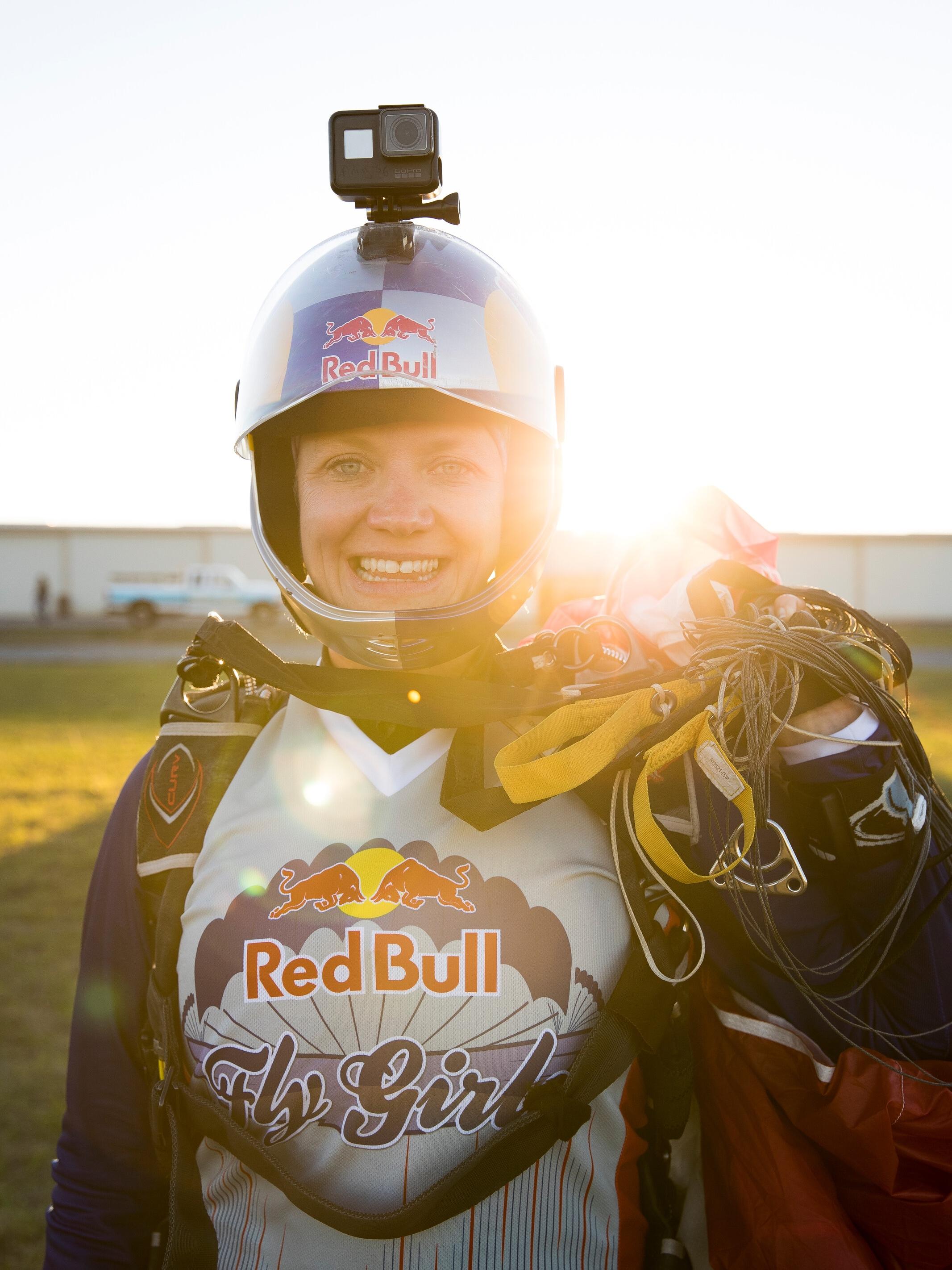 Amy Chmelecki - 19,000 Skydives17 World Records10 National Titles4 World TitlesRepresenting The USA
