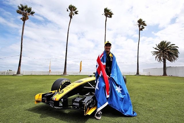 New season, new car, another homecoming for @danielricciardo. Who are you rooting for this year? ⠀⠀⠀⠀⠀⠀⠀⠀⠀ 📸 @renaultf1team #ausgp #renaultf1team #ricciardo #australiangrandprix #f12019 #danielricciardo #formulaone #gp #albertpark #raceweekend #renaultf1 #letsgo