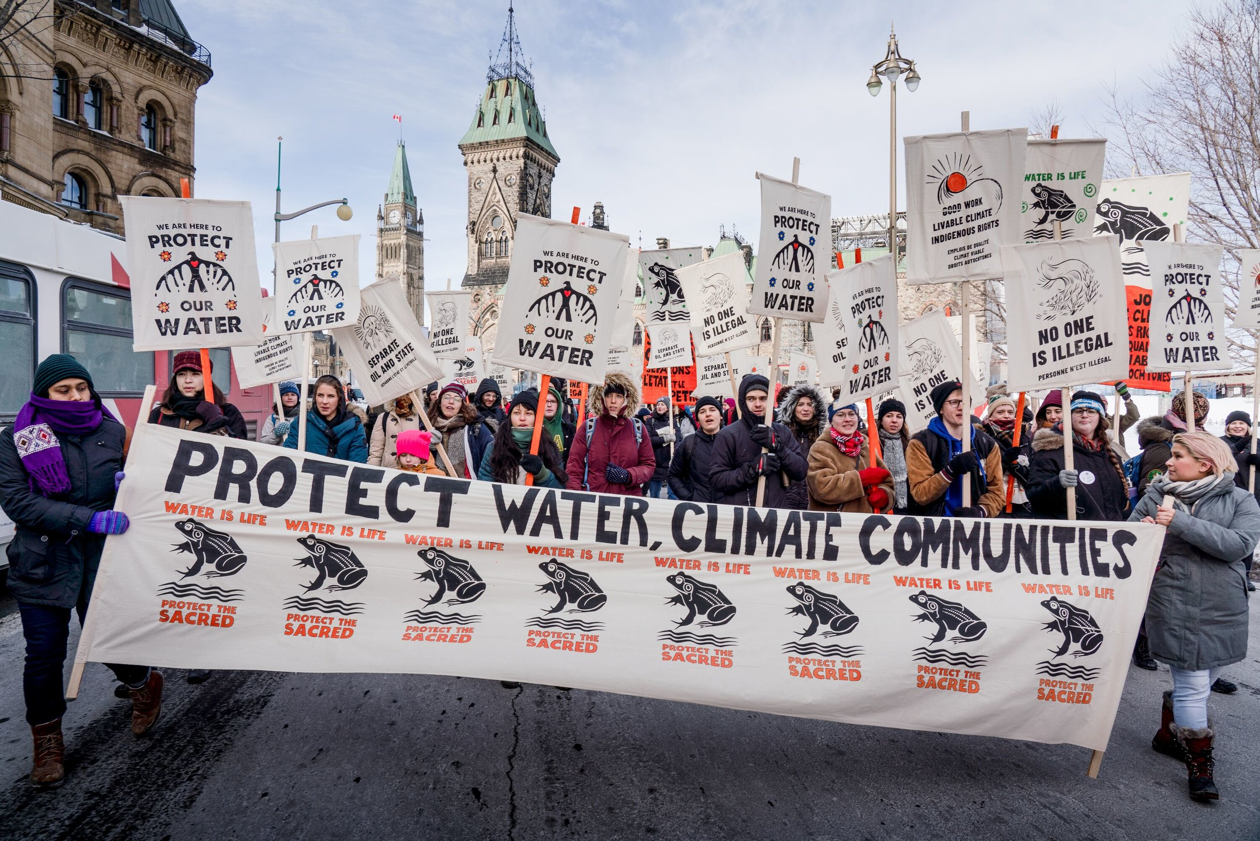 ONTARIO - In Ontario, activists organized in Toronto and Ottawa, rallying outside of the provincial and federal parliament buildings. Even small towns like Lindsay and Brighton were striking! In Kingston, student climate activists succeeded in pressuring the city to to declare a climate emergency.