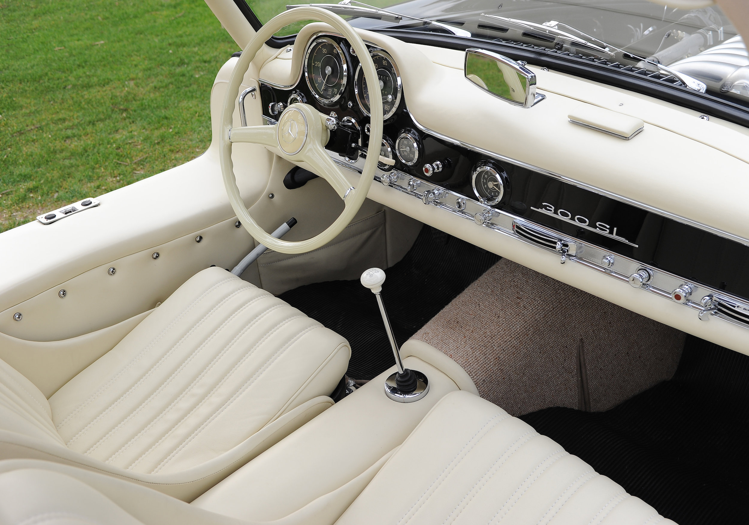 14 Merce 300SL Interior Good.JPG