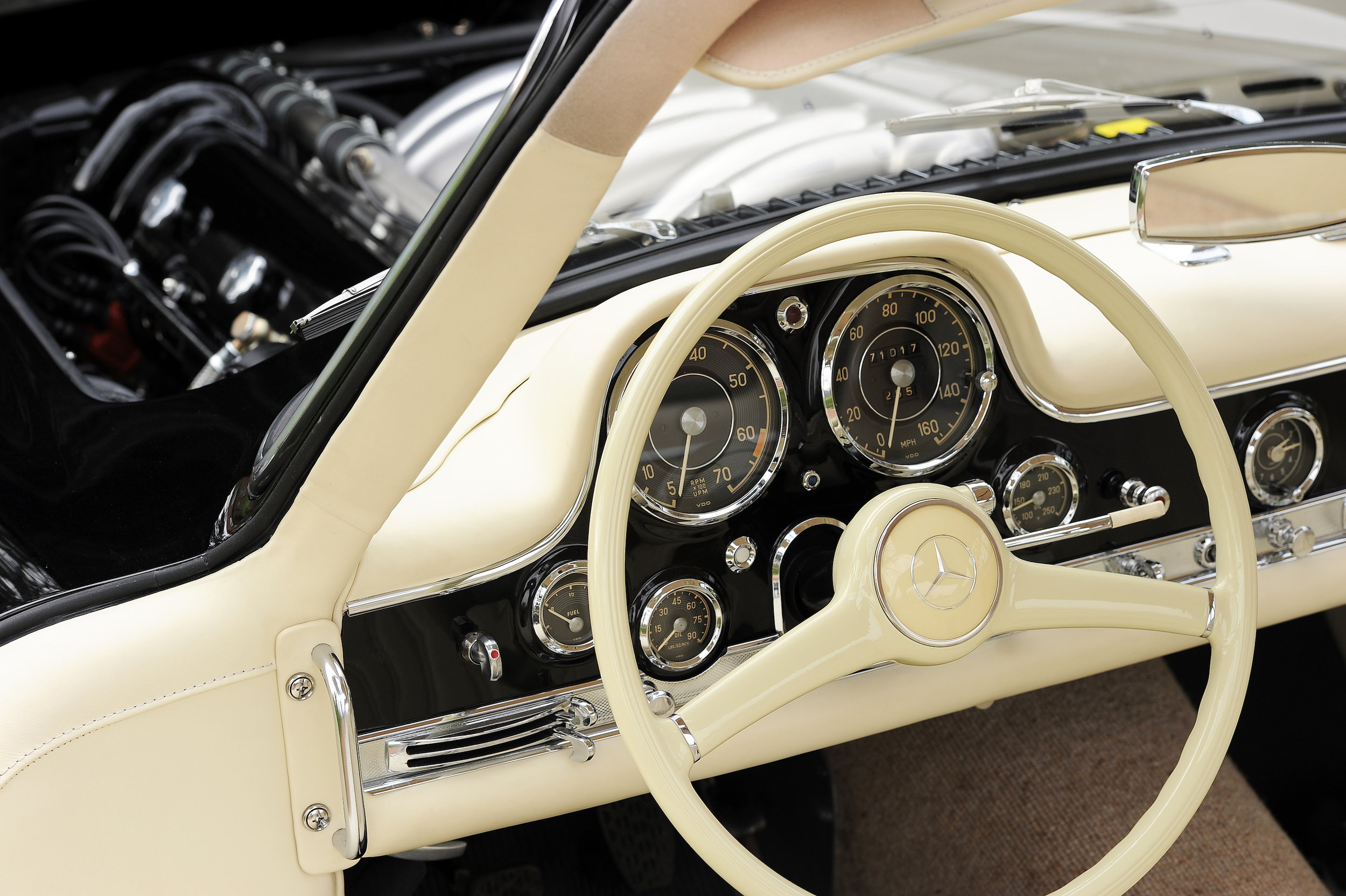 16 Merc 300SL Steering Wheel Engine.JPG