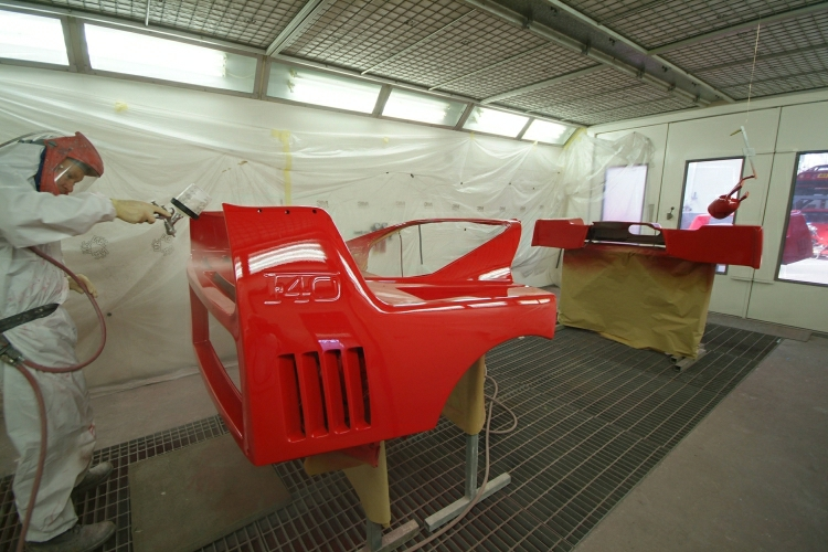 "You can't beat experience when it comes to applying just the right amount of paint to see the Ferrari F40 ""Carbon Weave"""