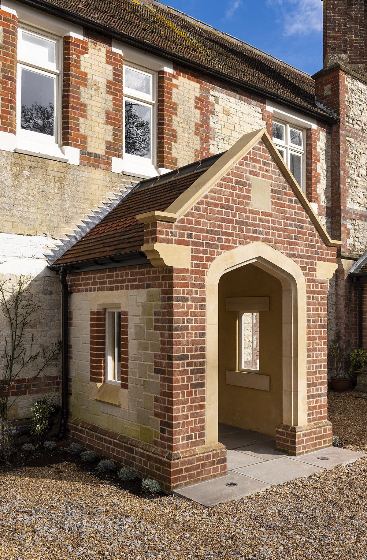 03-elsted-porch-rectory-house-extension-handmade-bricks-bath-stone-arch-stonemasonry-architecture-chichester-west-sussex-south-downs-national-park-uk-rider-stirland-architects.jpg.jpg