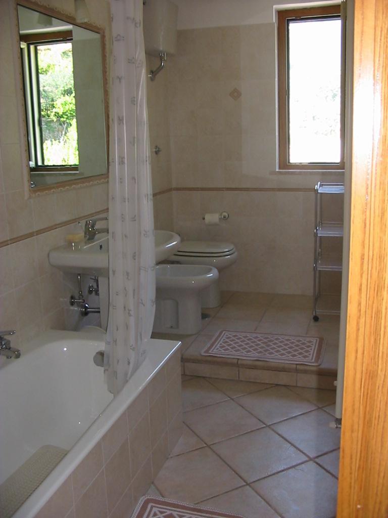 bagno con vasca.JPG