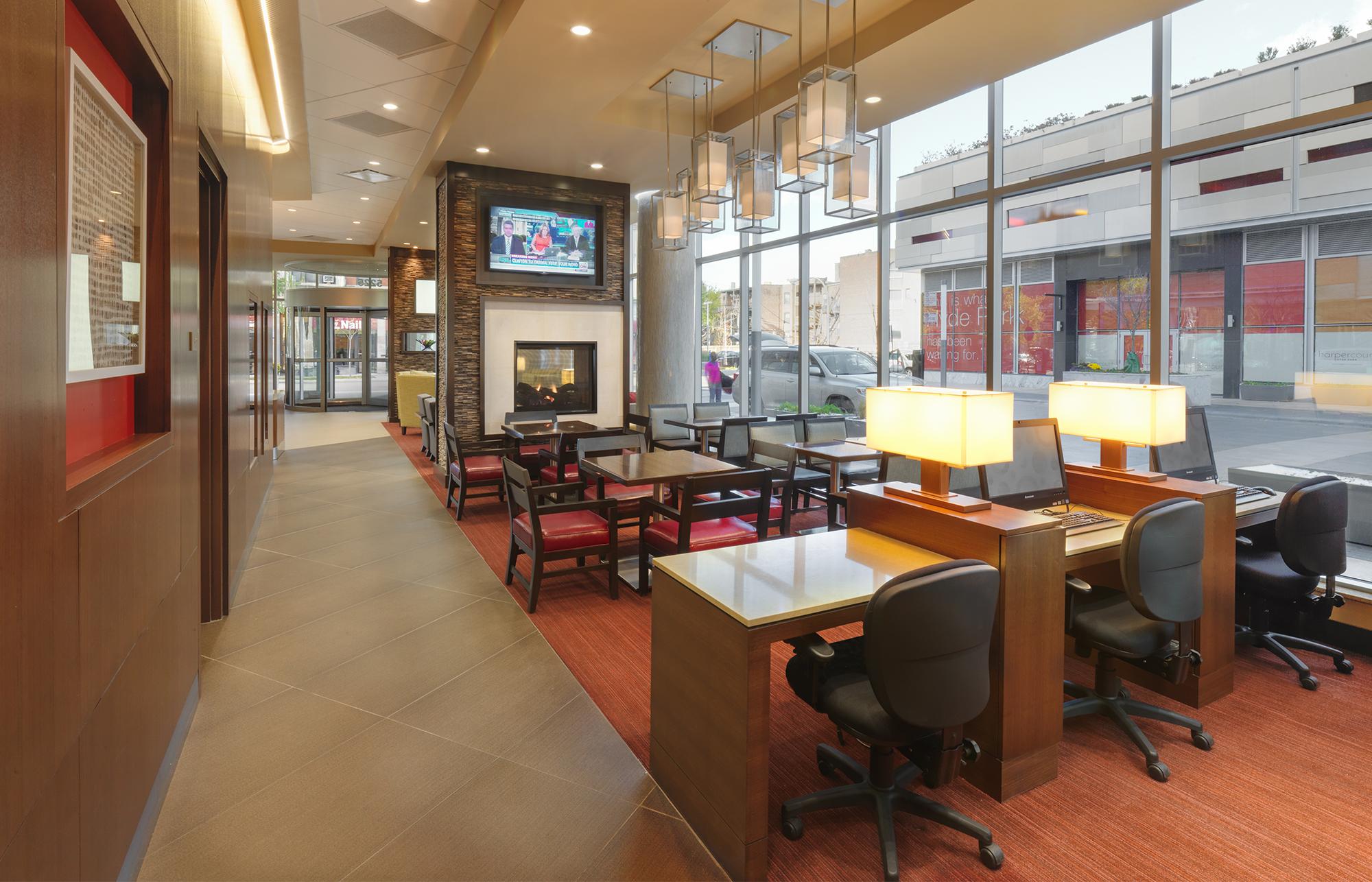 Hyatt Place HydePark_0002_Business Lounge.jpg