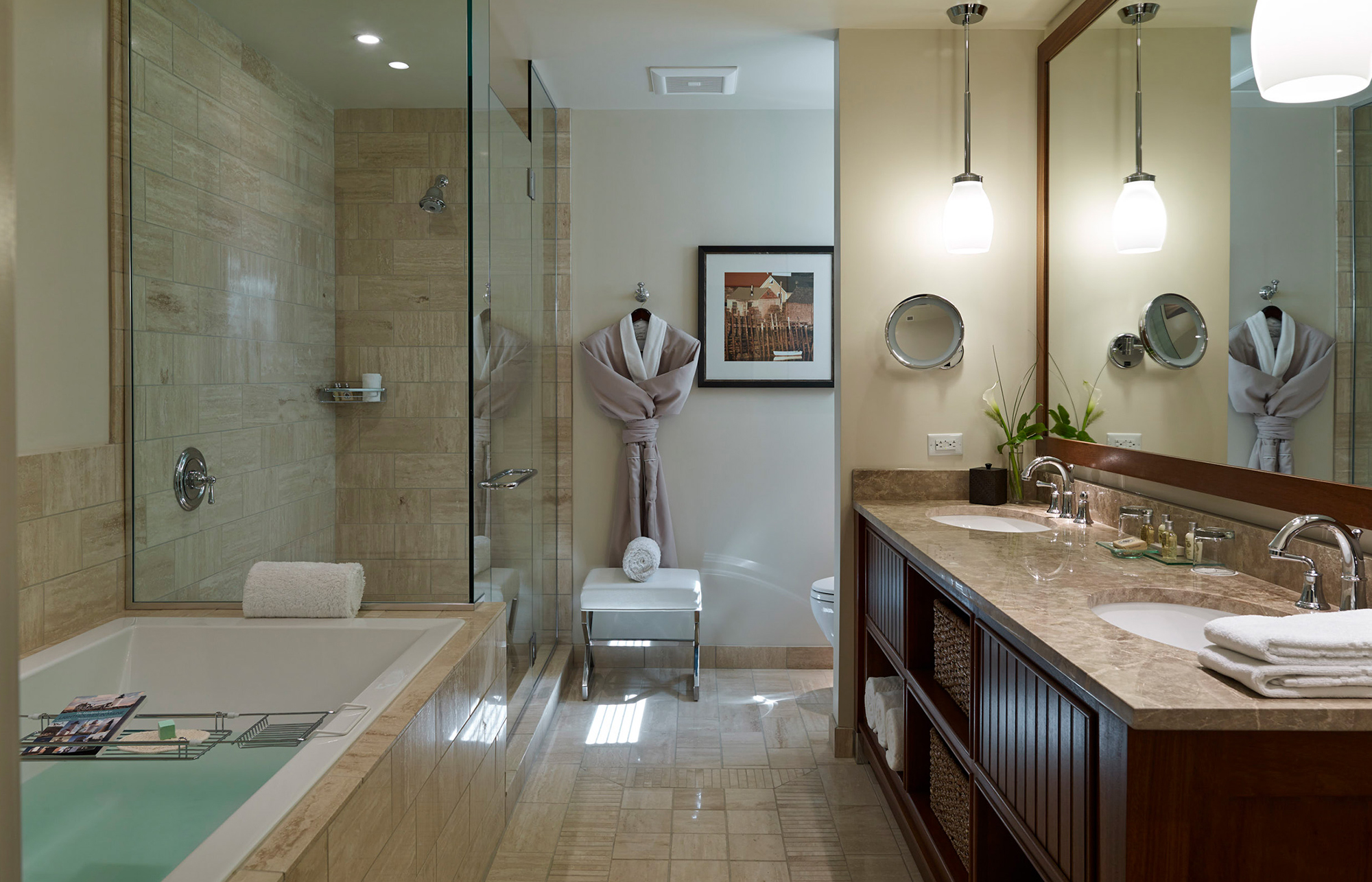 InnByTheSea_0009_Suite Bathroom.jpg