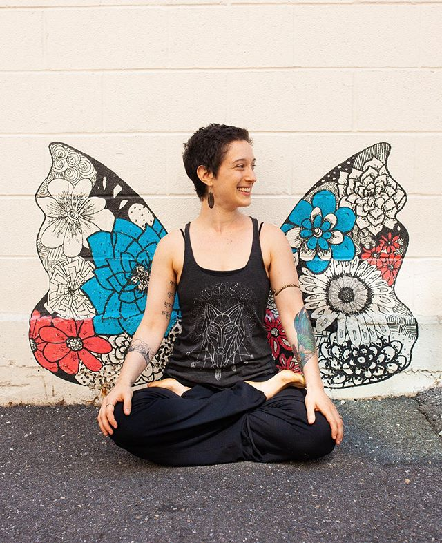 Please meet Abby, our newest addition to the Up Yoga Santa Fe teaching community! 💙 Abby @gratefulweirdo was dragged along to her first yoga class at the age of 15 by her mother, and she completed her first 200-Hour Yoga Teacher Training with Ana Forrest in 2008. Inspired deeply by the practice of yoga, Abby has continued chasing her passion through additional trainings through Yogaworks, Rocket Yoga, Forrest Yoga, Yoga Bodywork, and Yin Yoga. Abby attended Massage School in 2010, and has continued to grow her fascination of the body through multiple bodywork trainings. Abby is continuously captivated by the inner-workings of the physical and energy bodies, and how each individual's body receives healing. 💙 Abby moved to Santa Fe from Washington DC, where she owned and managed Kali Yoga Studio, before selling it in 2018 to a dear friend and colleague. 💙 As a long-time yoga practitioner, bodyworker, and energyworker, Abby has a uniquely holistic view of physical anatomy, energetics, and movement that she weaves into her classes, workshops, and ceremonies. Her classes combine mindful, challenging movement with intentional breathing and focused attention to create a full body-heart-mind experience. Abby encourages all of her students to take ownership of their individual practice by giving students the tools to determine what is most aligned for their individual needs. Off the mat, Abby loves to read fantasy novels, cook and bake vegan food, and snuggle her two fabulous cats - Kitty Boo & Billy. 💙 We are excited and grateful Abby has joined us @upyogasantafe! Come take her Power Up class Tuesdays at noon and her Up Flow class Thursdays at noon!  #baptisteyoga #whybaptisteyoga #yoga #santafe #poweryogasantafe #heatedyogasantafe #upyogasantafe #southsidesantafe