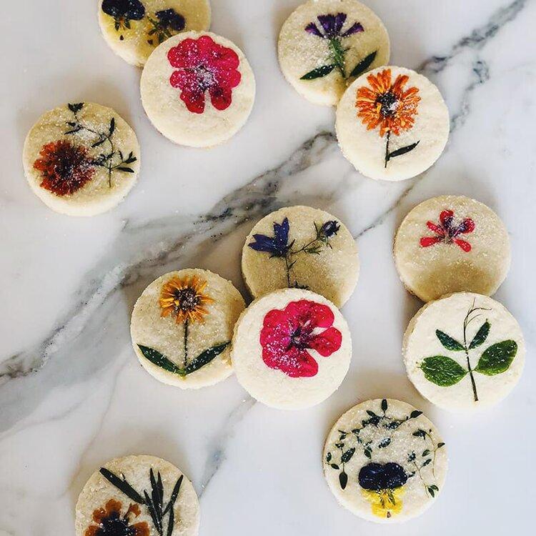 loria-pressed-flower-shortbread-cookies-1_900x.jpg
