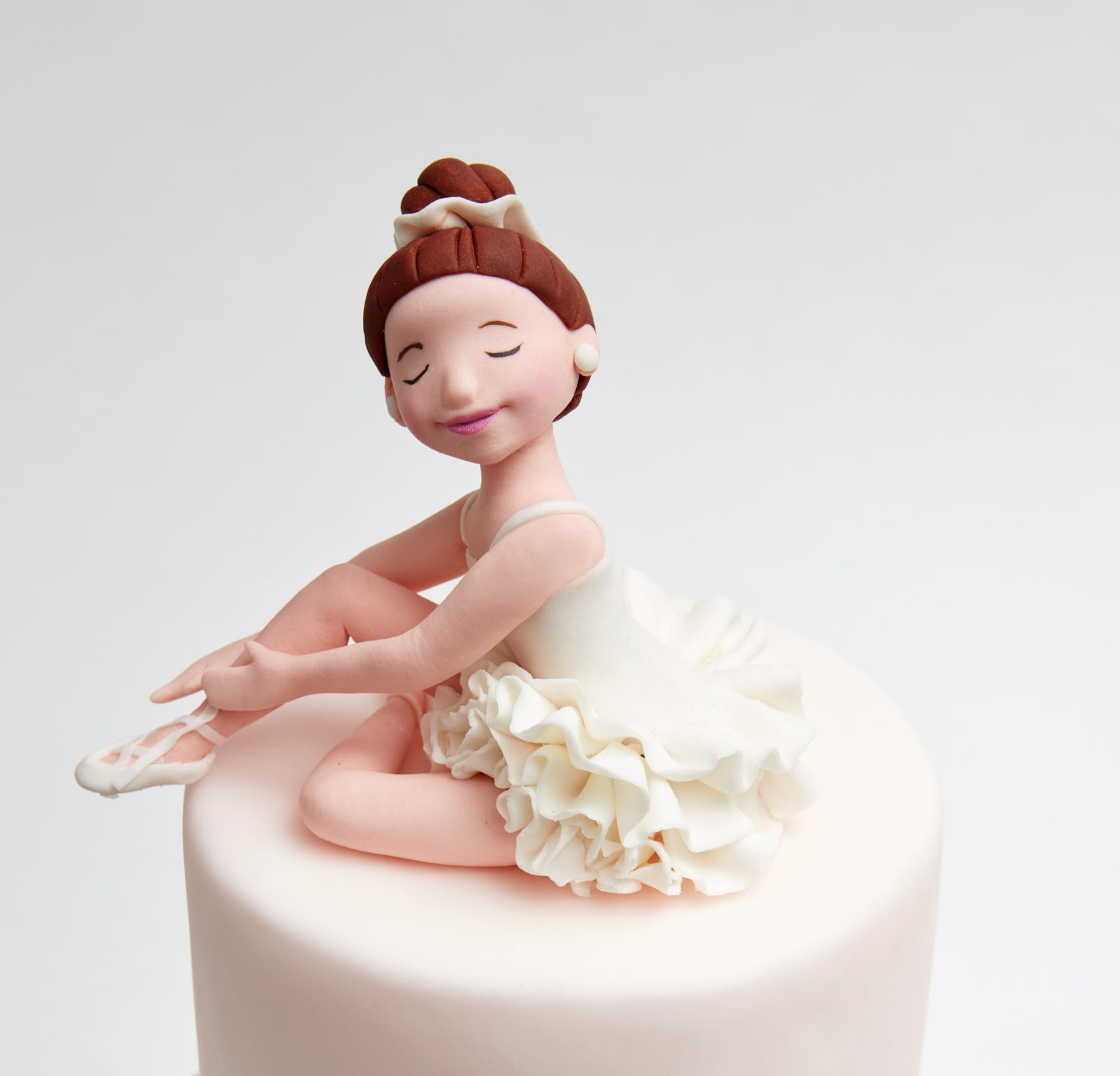 """""""EVERY CAKE WE CREATE IS A ONE-OF-A-KIND EXPERIENCE— BOTH FOR US AND THE PEOPLE THEY CELEBRATE."""" -"""