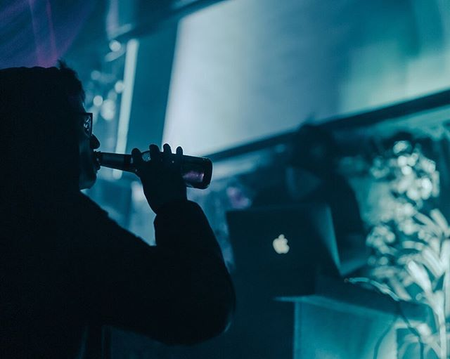 The good doctor @dredreschwarz slangin heaters over the weekend, making sure you folks stay warm out there 🚨 • • • • • #boogieplease #sonyalpha #aucklandcity  #nightlifephotography  #lowlight #nightshooters #capturenz