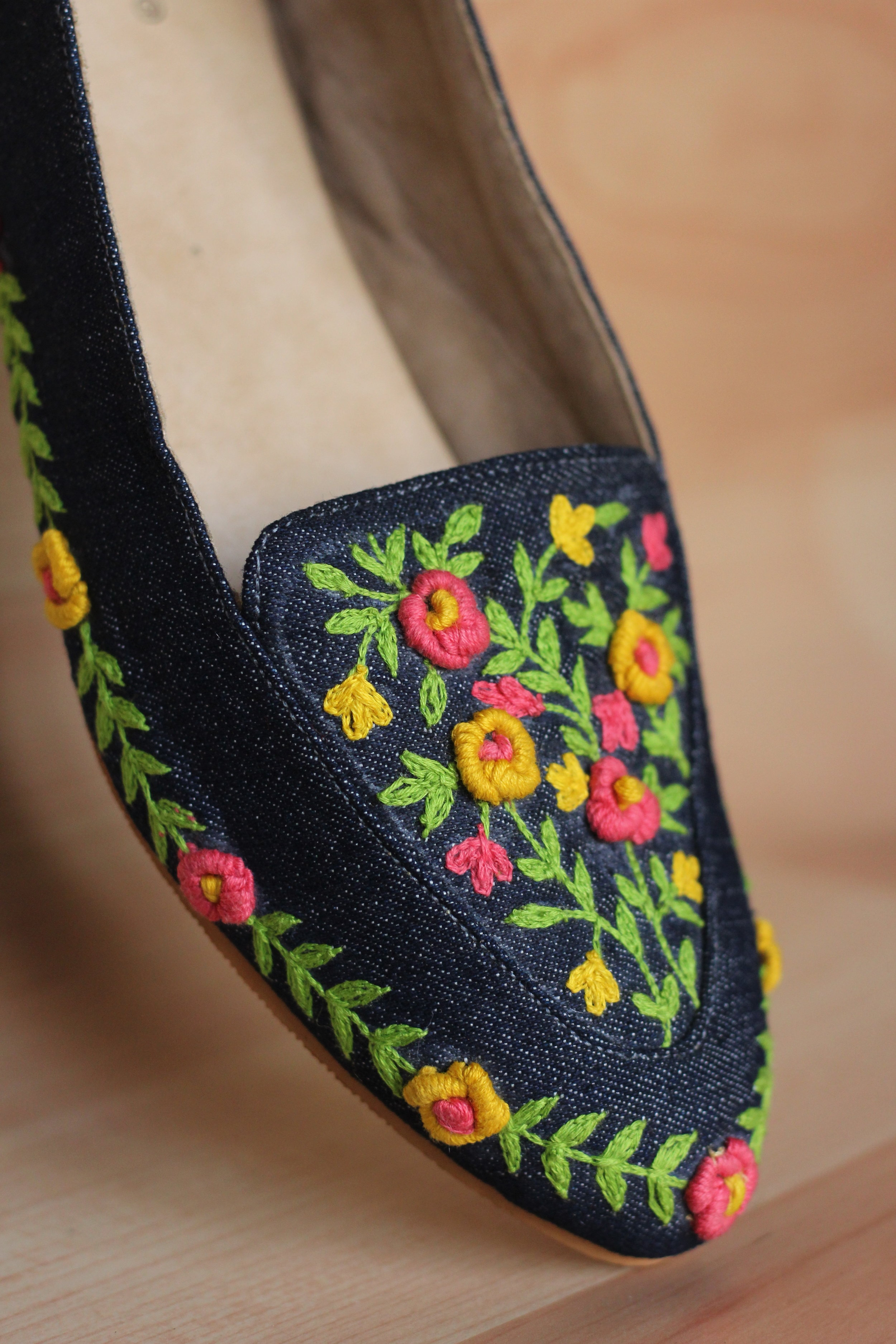 SUMMER GARDEN - Bright and cheerful like walking in a garden on a summer evening, these ballerinas will surely make your casual evening dates memorable.