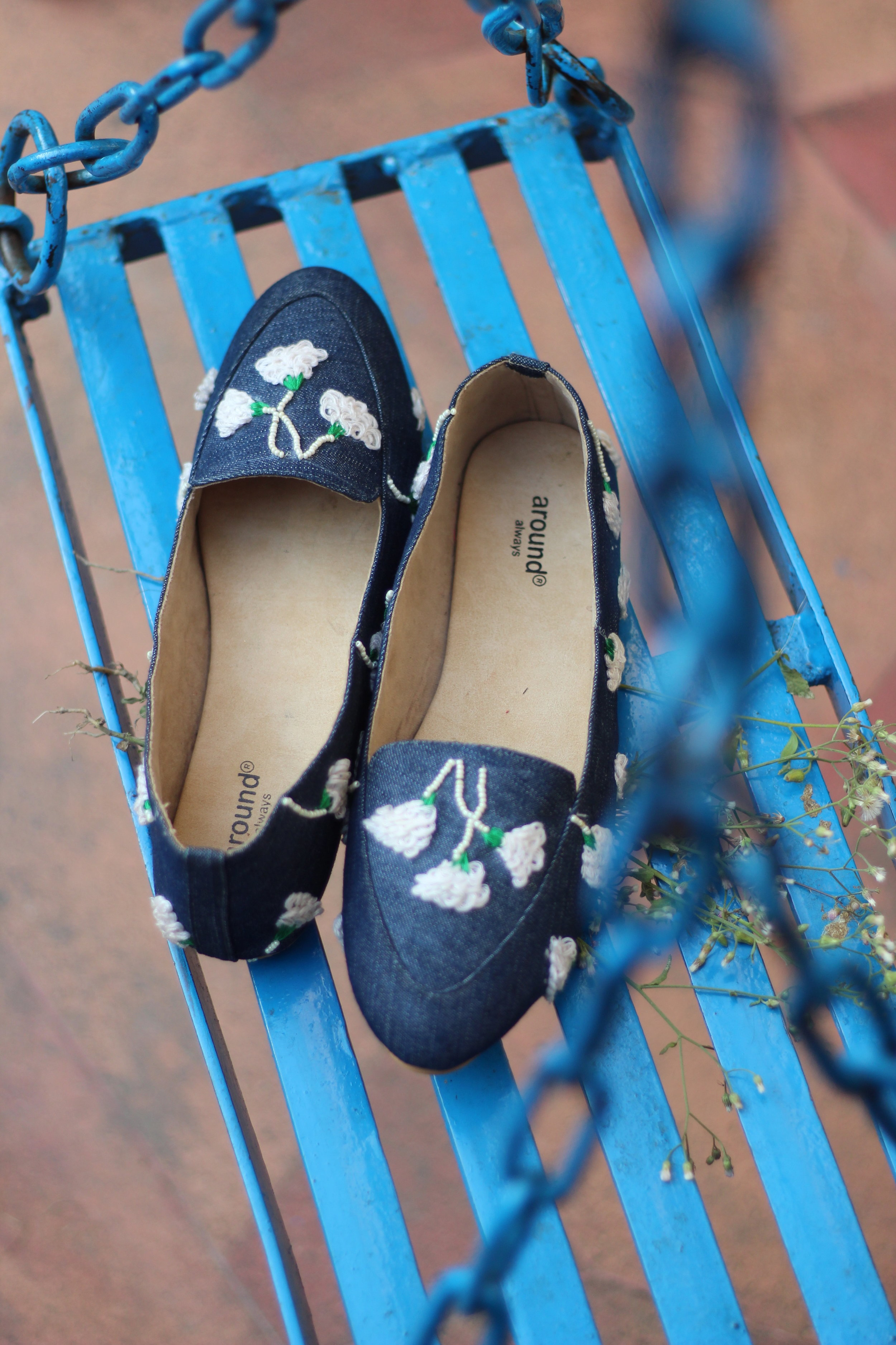 SNOW FLOWER - Like a snowdrop flower these pretty ballerinas are perfect for the lady who spells elegance and subtleness