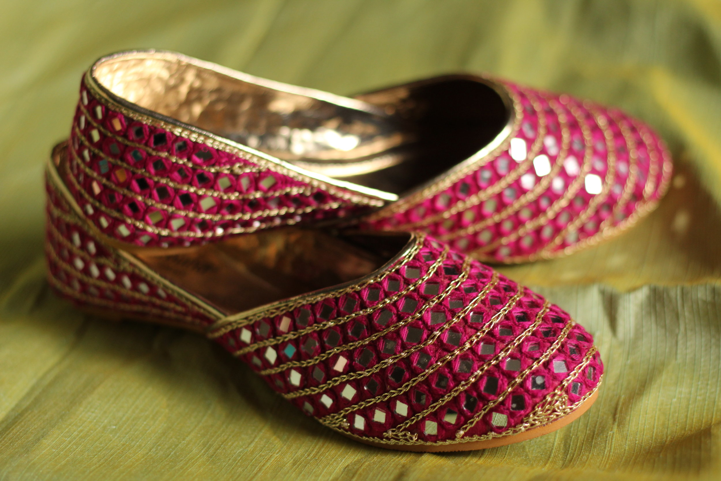 SPARKLING DIVA - Cinderella is a proof that a pair of shoes can change your life. Well we have designed this stunning piece keeping just that in mind!