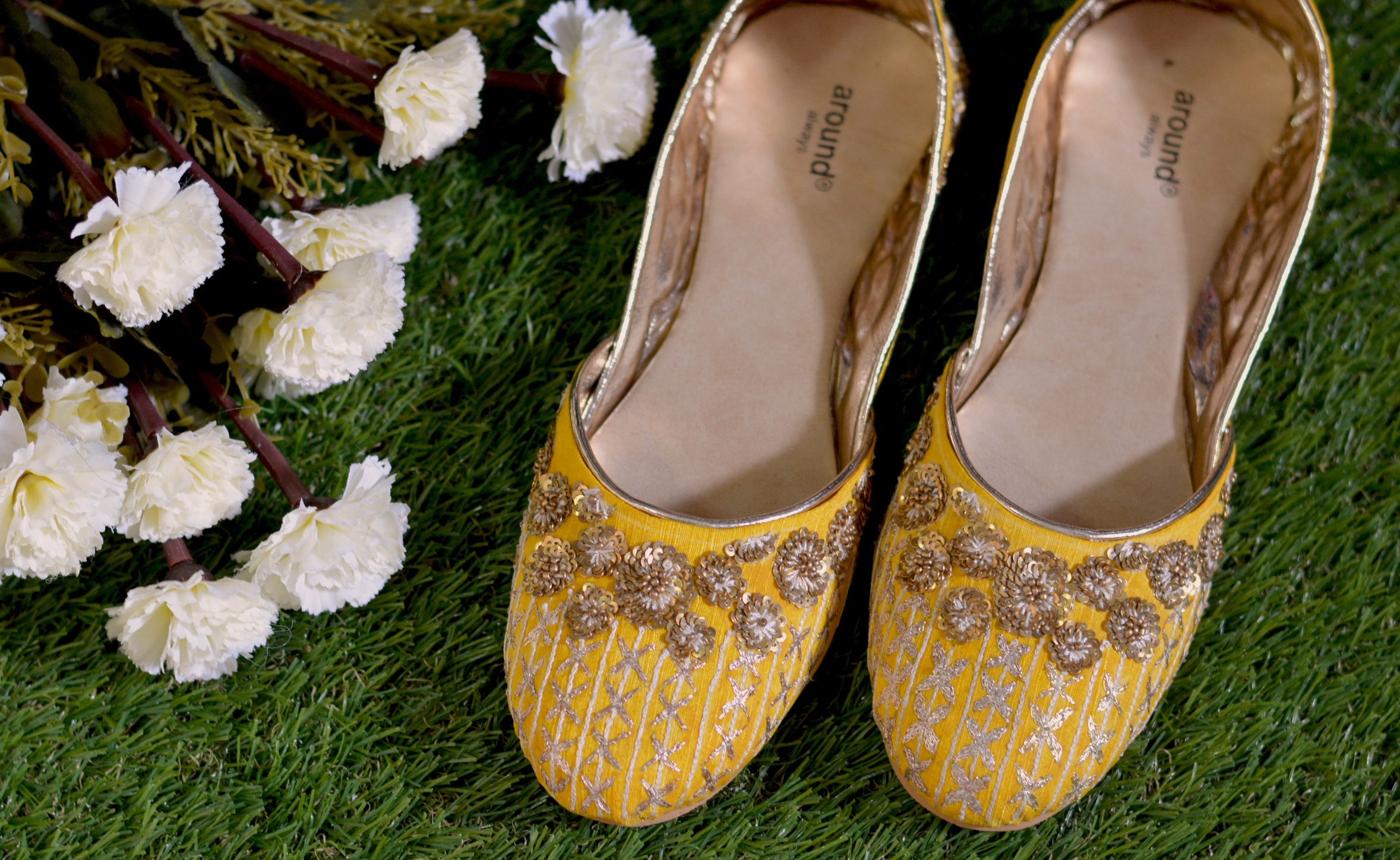Summer Romance - The deft touch of golden in a sea of yellow, just enough to brighten up your day