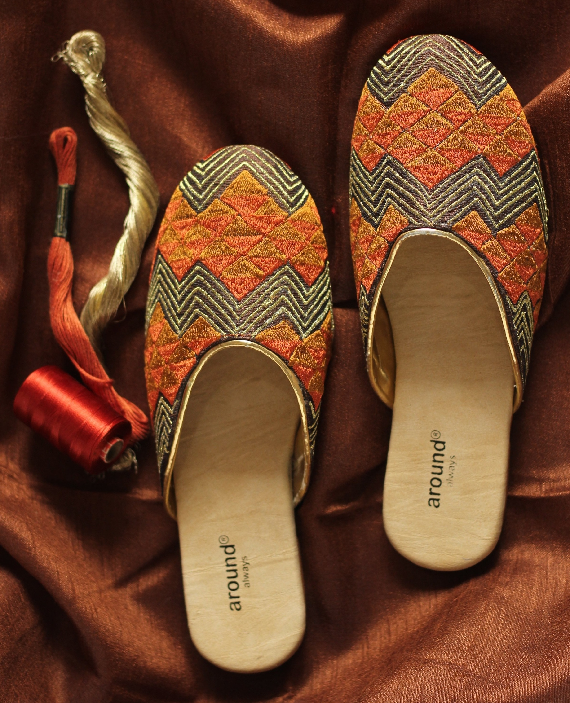ZIG ZAG - Zig Zag pattern in shades of brown, for those who believe in easy and elegant styling.