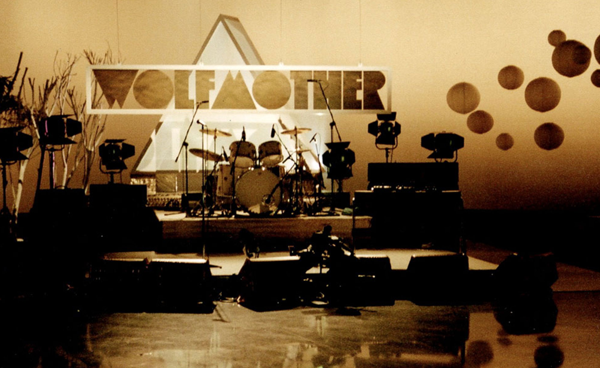 SET DESIGNER: WOLFMOTHER, JTV, ABC, 2006