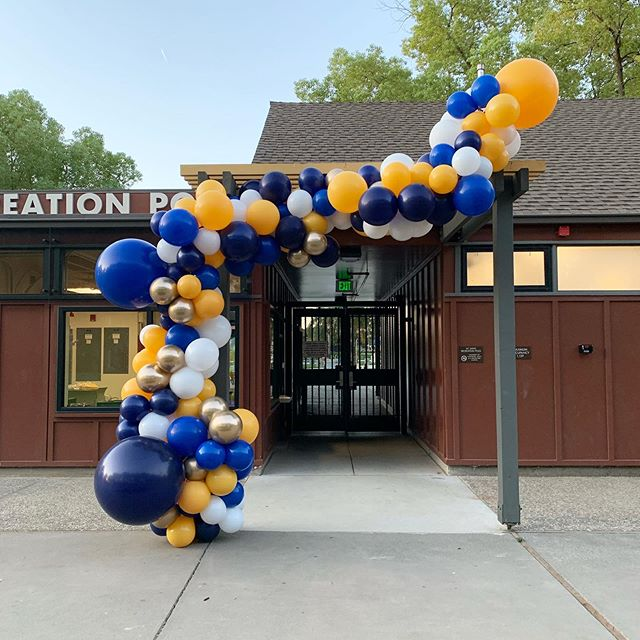 Up early and ready to welcome in all the new @ucdavis students with #RECFEST! ✨