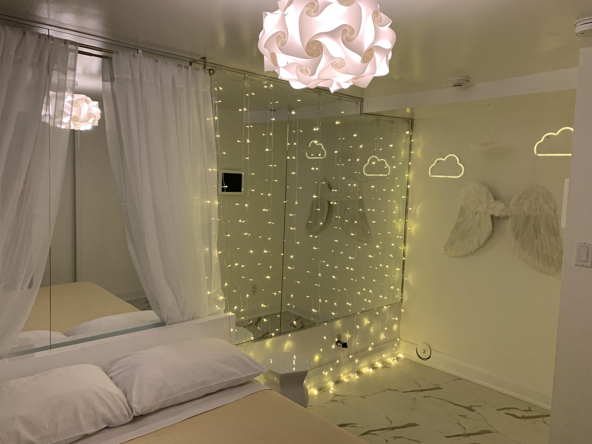 ホワイトルーム - ホワイトルームは楽園への扉を開きます