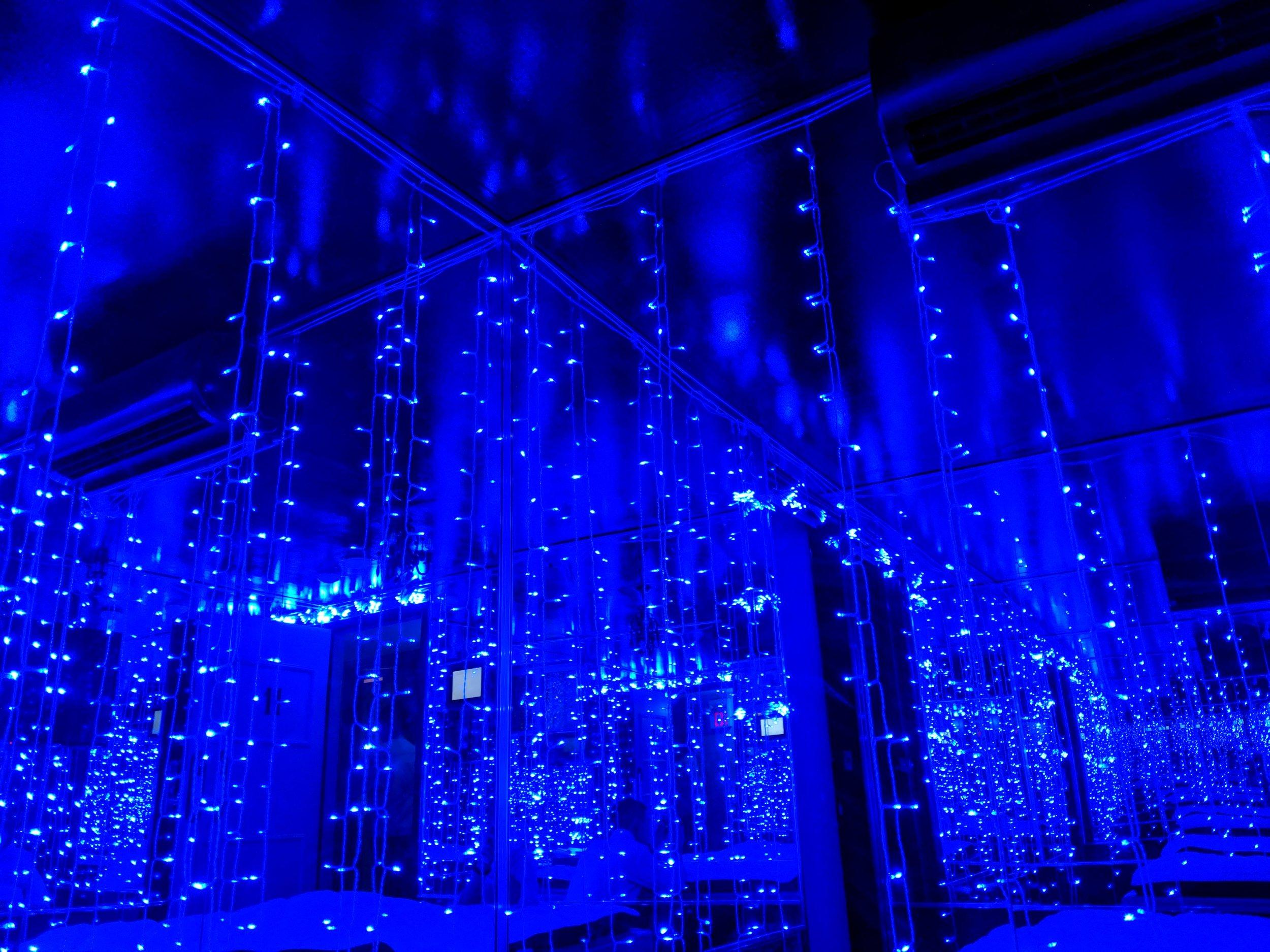 特別なアメニティー - ♡ブルールームには、壁全体が鏡になっており、その中央にウォーターベッドがあります♡ レッドルームには、大人用のおもちゃとLiberatorの椅子があります