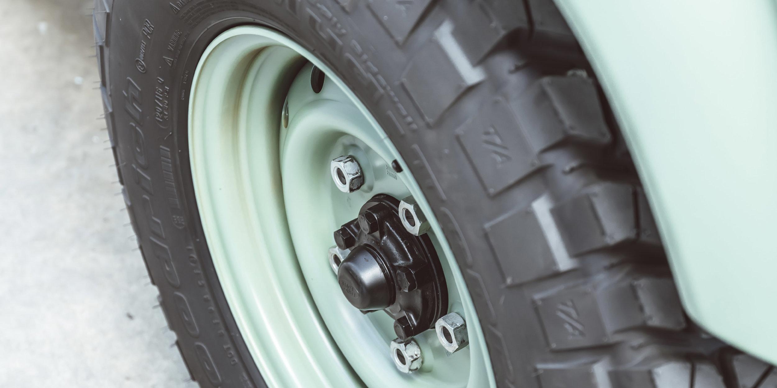large_Land_Rover_wheels_tires.jpg