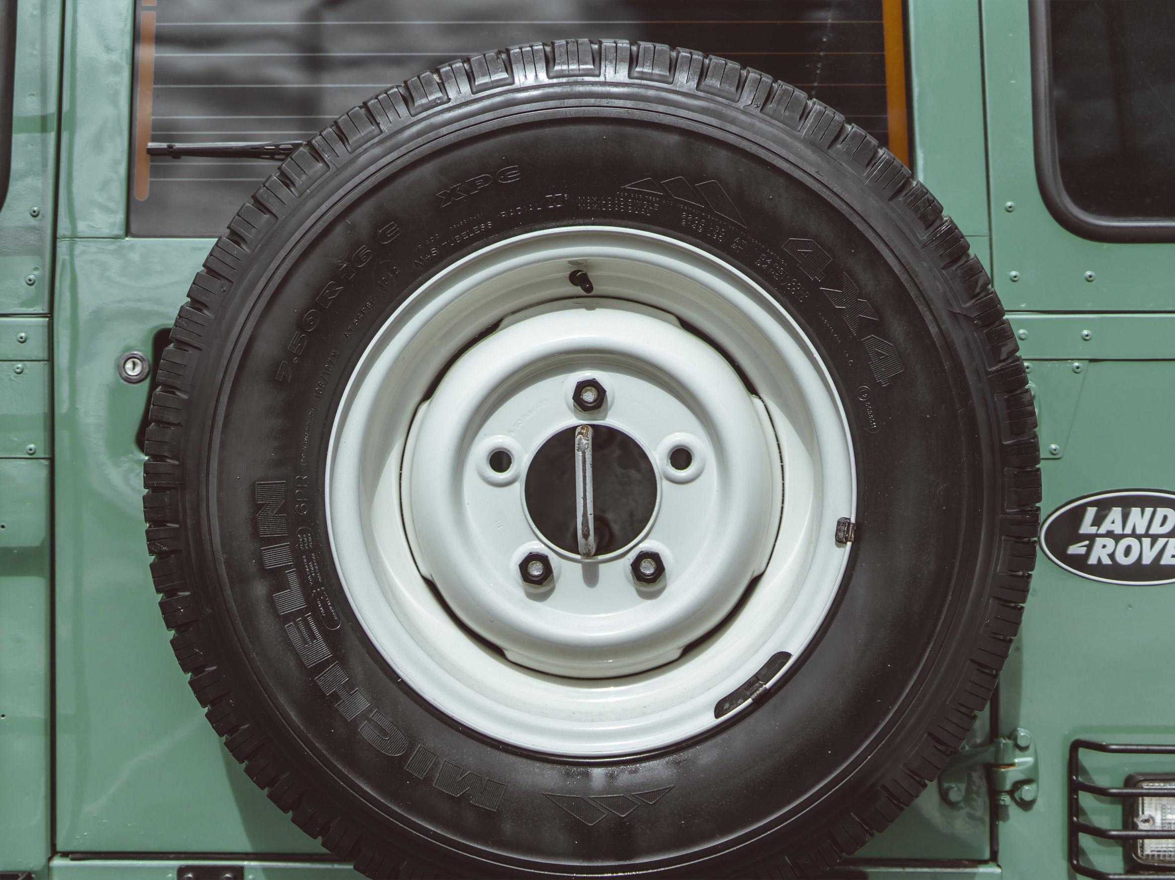 medium_Land_Rover_steel_wheels_01.jpg