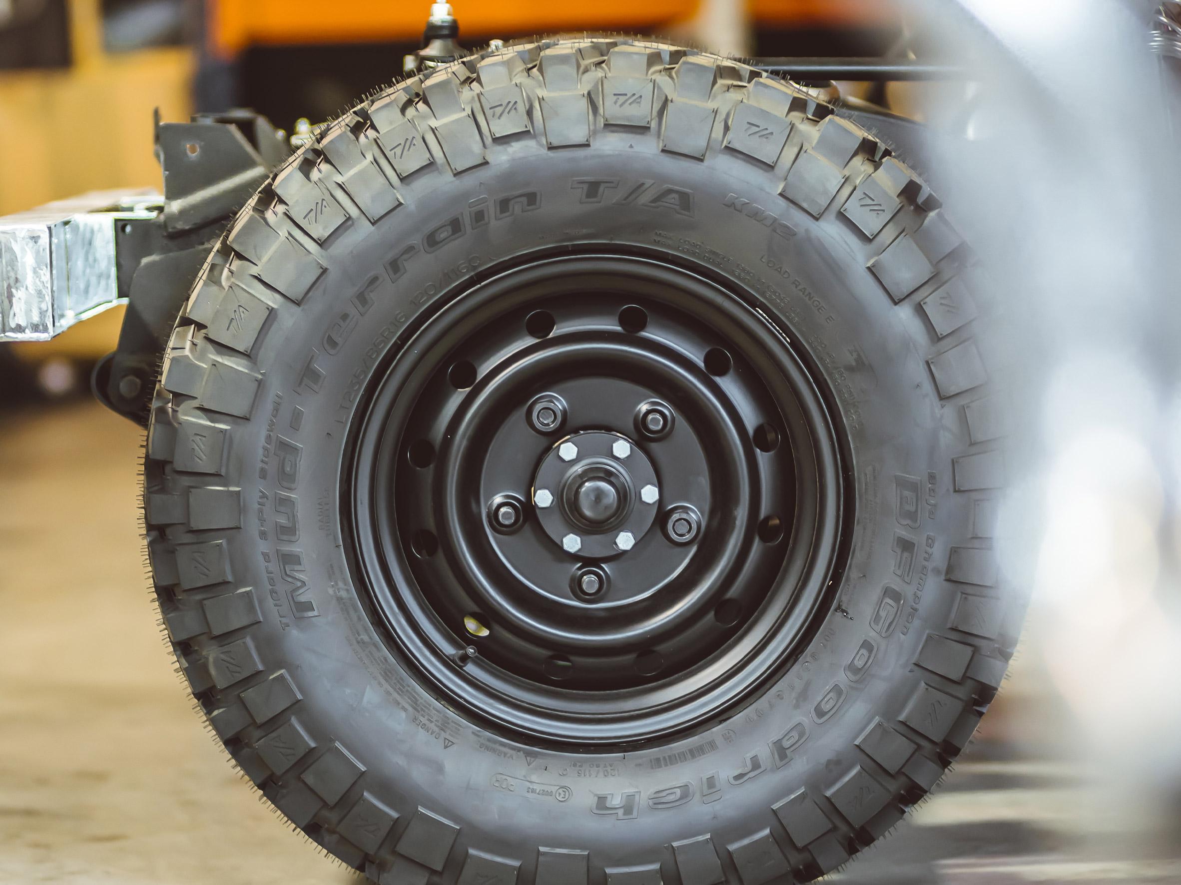 medium_Land_Rover_wolf_wheels_02.jpg